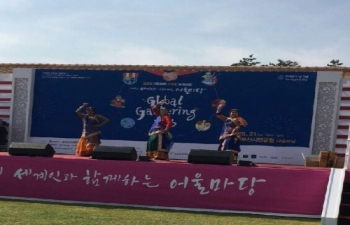 Students of Indian Cultural Centre, Seoul participated in Global Gathering Event 2016 at Busan Citizen Park (May 21)