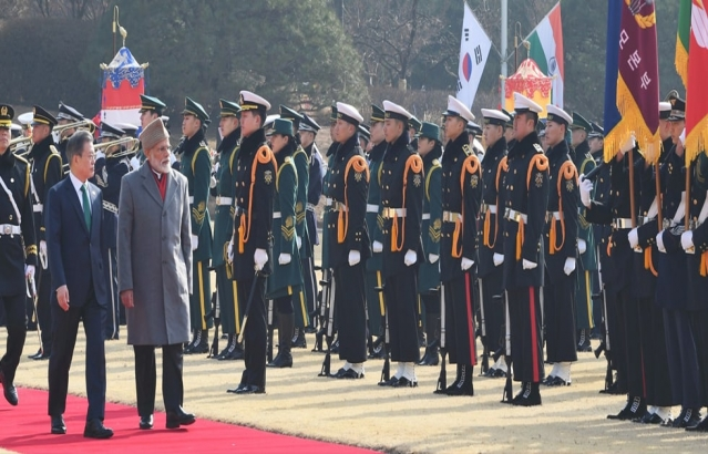 Prime Minister inspects the Guard of Honour during his Ceremonial Reception in Seoul, South Korea