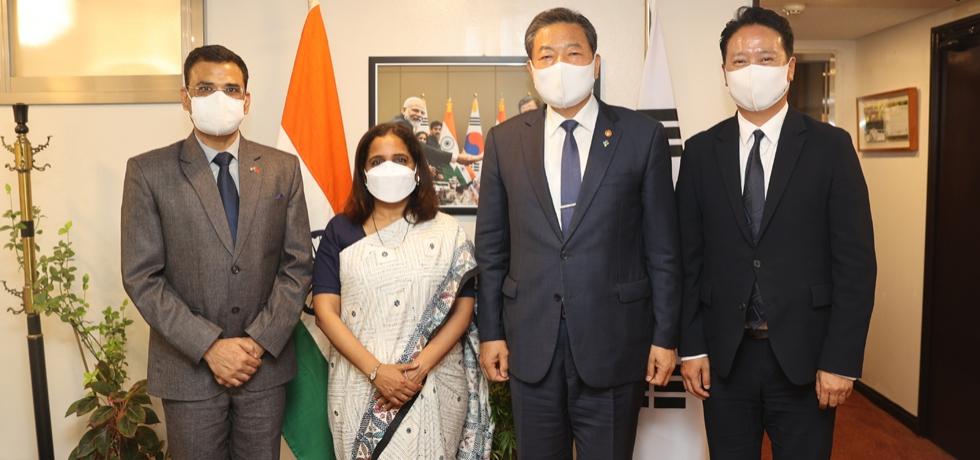 Ambassador Sripriya Ranganathan with H.E Hwang Ki-Chul, Minister of Patriots and Veterans Affairs.